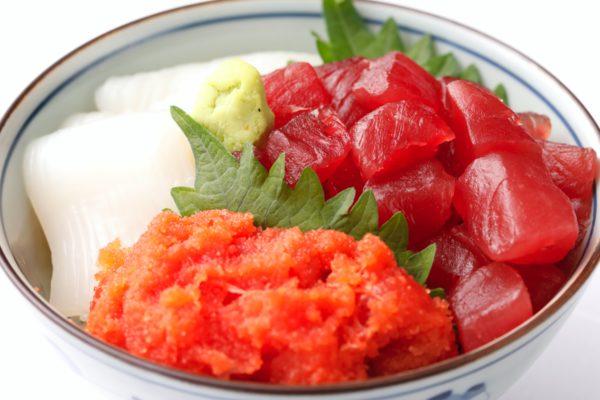 マグロ、イカ、タラコの海鮮丼