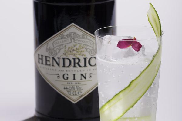 HENDRICK'S GIN(ヘンドリックス ジン) 飲み口はまろやかで優しく、華やかでフローラルな香り。