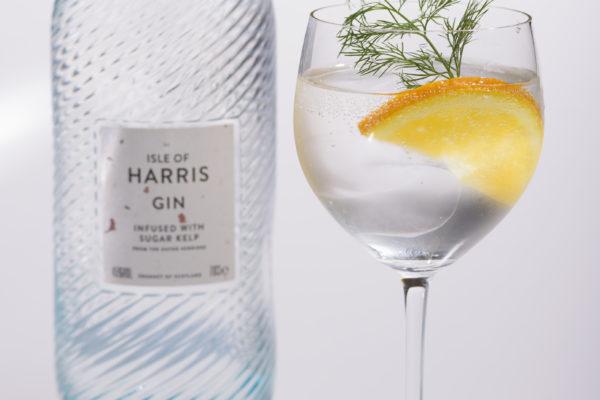 ISLE OF HARRIS GIN(アイル・オブ・ハリス ジン) ハーブや柑橘系の爽やかさと昆布由来のうまみが全体にふくよかさを与えます。
