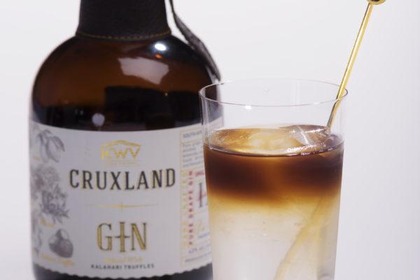 CRUXLAND GIN(クラックスランド ジン) ハーバルでフレッシュな香りの中にトリュフの複雑さが感じられます。